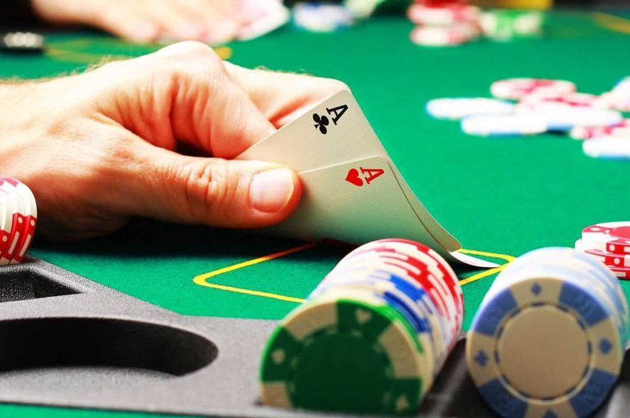 Tìm hiểu về luật và cách chơi Poker online dễ dàng chiến thắng tại 12bet