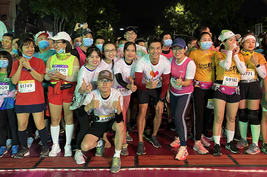The team excitedly conquered VM Hanoi Midnight in the midst of 17 degrees