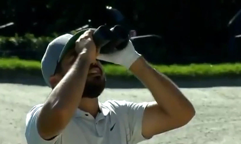 Jason Day has to use the team to find the ball