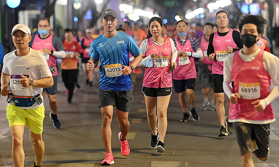 Hanoi night-running tournament lasts for 'super early' ticket sales until the end of March