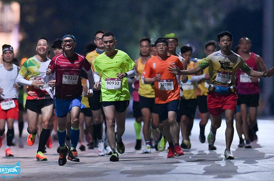 Last day of selling tickets for 'super early' Hanoi night marathon
