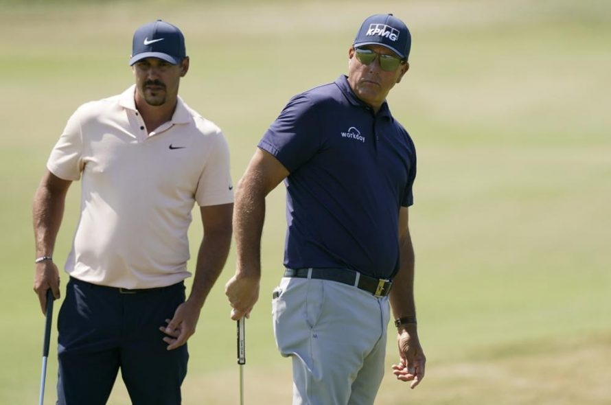 Koepka over 20 years ashamed of Mickelson
