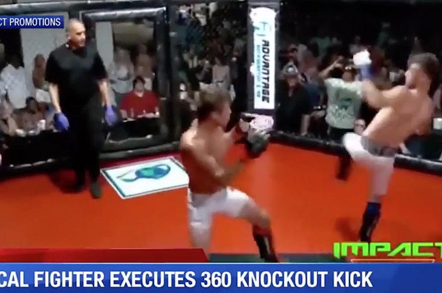 Rotate 360 ​​degrees to kick your opponents knock-out