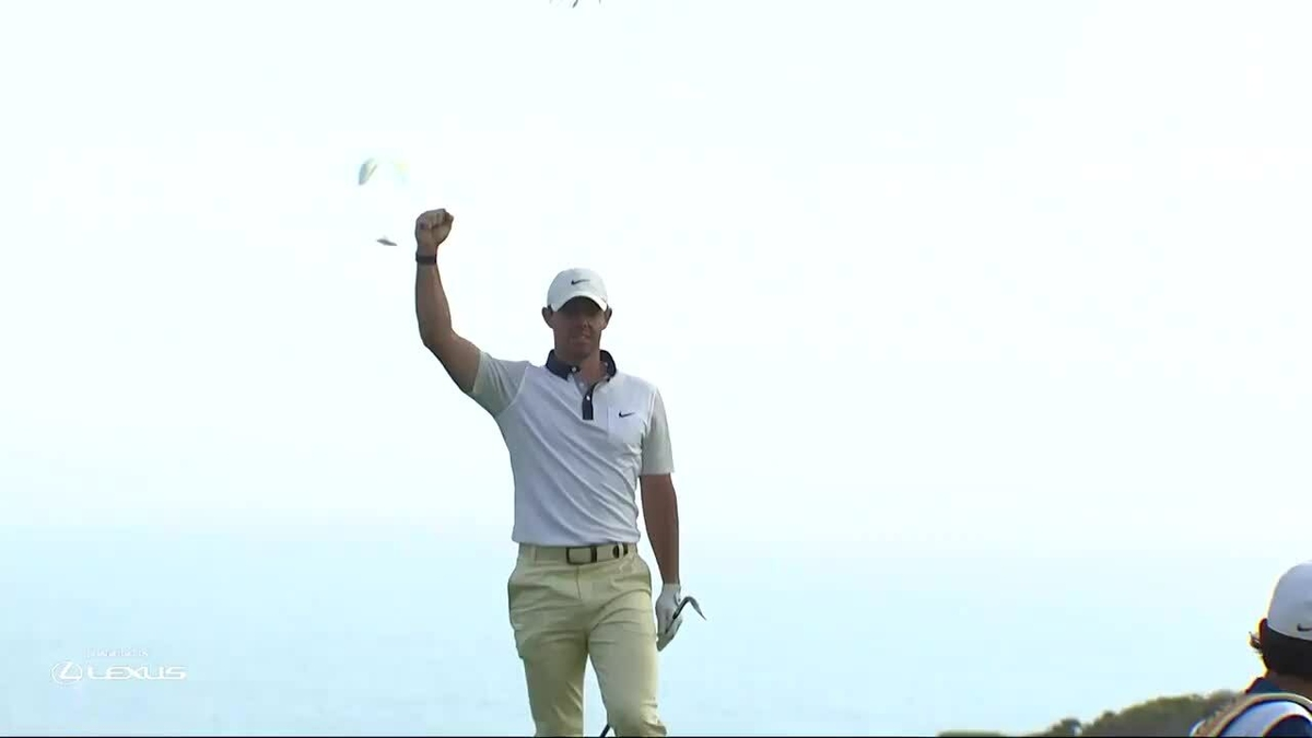 McIlroy closes the hole from the green