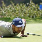 Schauffele reads the US Open green in push-ups