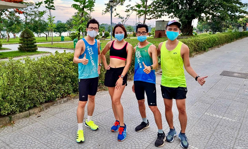 How does the runner practice during the epidemic season?