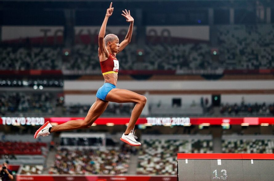 Venezuelan athlete breaks world record for triple jump